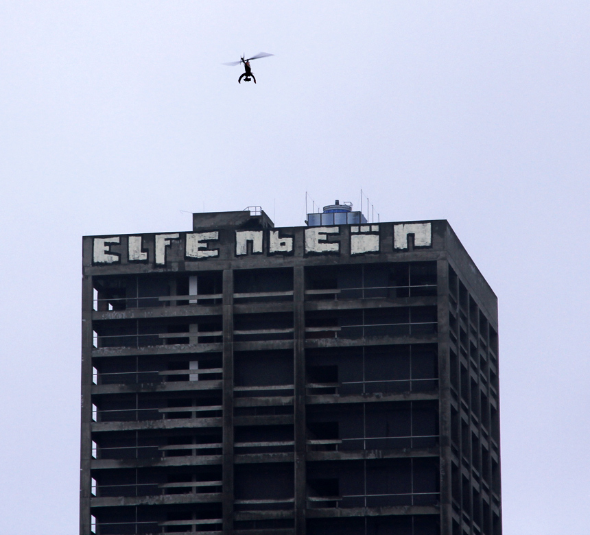Turm und Drohne